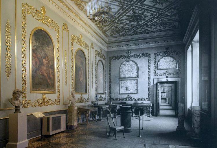 Petites nouvelles russes - Blocus de Léningrad - L'Ermitage avant et après restauration